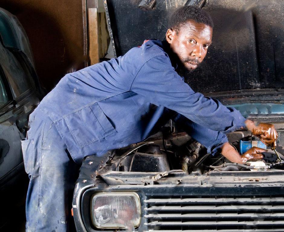 Témoignage mécanicien réparant une auto avec épargne santé